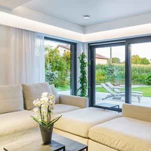 Jakie okna do domu? Porównujemy najpopularniejsze rozwiązania